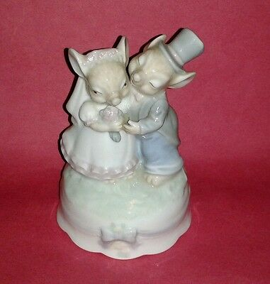 Rare MOUSE WEDDING Music Box Figurine Plays AS TIME GOES BY ~  Porcelain