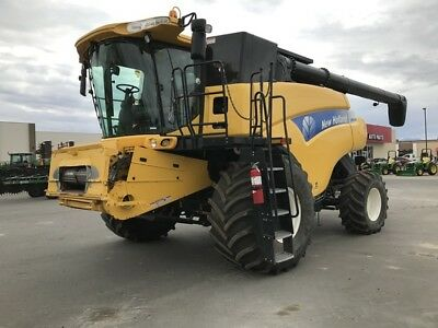 2011 New Holland CR9060 Combines & Harvesters