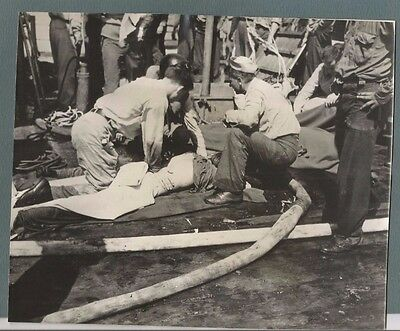 Vtg Press Photo 1945 Crewman Of Uss Birmingham Being Treated After Attack  #2116