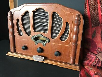 Old Collector's Edition AM / FM Transistor Radio …beautiful accent piece