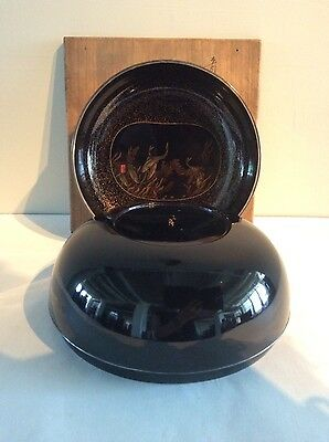 Excellent Japanese 1920 round black lacquer box with gilt painting inside