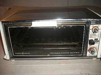 Vintage GE/General Electric Toaster Oven #A5 T131 Continuous Cleaning With Tray