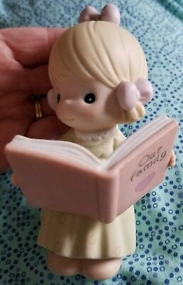 VERY Nice PRECIOUS MOMENTS girl figurine OUR FAMILY vacation book 1999