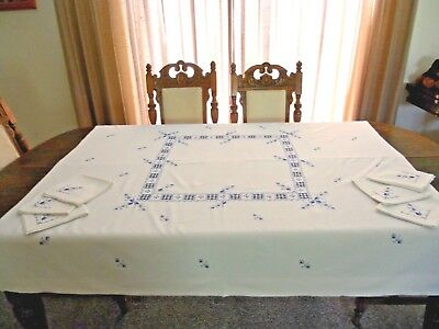 HAND EMBROIDERED TABLECLOTH AS NEW  148 cms x 144 cms 6 x SERVIETTES / NAPKINS