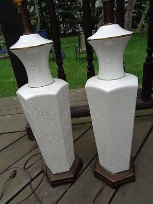 Vintage Mid Century Modern Pair Of Porcelain White Lamps Asian Motif