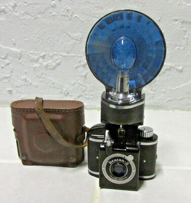 VINTAGE EARLY 1950s BEACON II CAMERA WITH FLASH & BULB & CASE