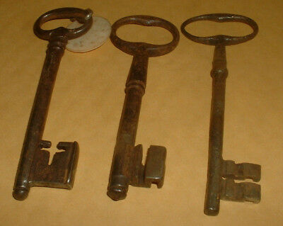3 Genuine Vintage Keys 12Cm Long (Lot 4)