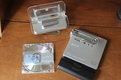 Sony mz-n10 Net-MD Walkman (MiniDisc) player and recording with cradle and batte
