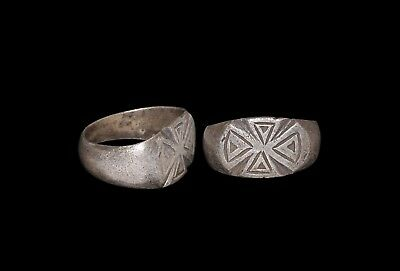 A Nights Templer Silver Ring With Expanding Cross C1300s AD