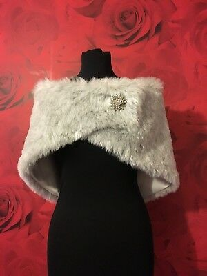 LUXURY SILVER FLECK FAUX FUR WRAP WITH BROOCH FASTENER ASS SIZES *free samples*