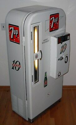 1950's VMC 81 7UP Embossed Round-Top Soda Machine - FULLY WORKING & VERY NICE!