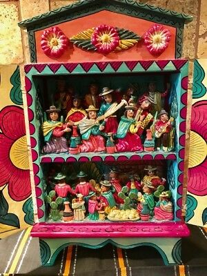 Two-tiered Peruvian retablo beautifully painted and sculptured - 21 characters