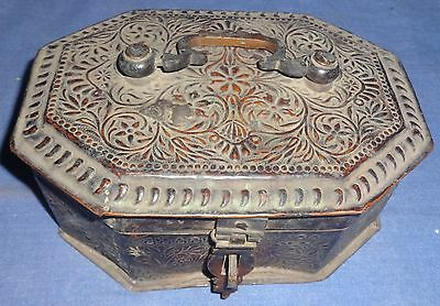 Vintage Old Collectible Very Rare Early Period Brass Box With Carving 115