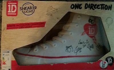 ONE DIRECTION SNEAKER LIGHT COLOUR CHANGING  NEW IN BOX harry styles Niall Horan