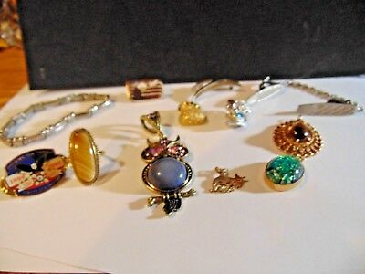 Lot of mixed jewelry. Some are vintage 12 PCS