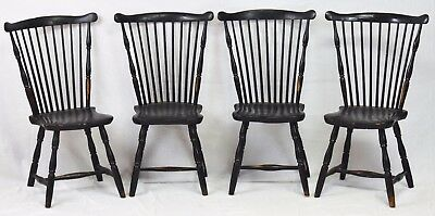 Set of 4 Connecticut Windsor Chairs circa 1790 Original Paint Williamsburg Style