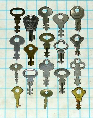 Real Vtg Antique Old Flat Skeleton keys Lot Travel Luggage Case Ornate Fancy Key