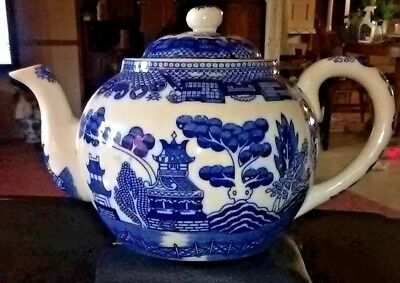 *ic* Lovely Japanese Blue And White Pottery Teapot