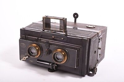 Vintage stereo camera by Gaumont with Tessar-Zeiss f/6.5 - 90mm. Format 6x13 cm