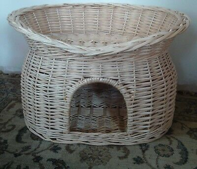 2 Tier Wicker Cat Bed Pet Basket Pod House *good Condition*