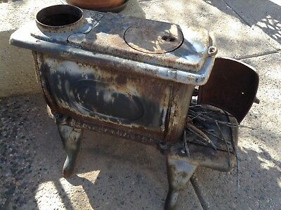 ANTIQUE CAST IRON  KING 424 WOOD BURNING COOKING STOVE 29x23x15