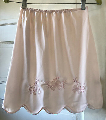 Vintage Short Slip Applique Scalloped Hem Pale Pink 100% Nylon