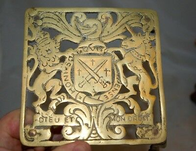 LOVELY ANTIQUE VINTAGE SOLID BRASS TRIVET STAND PIERCED ROYAL COAT of ARMS