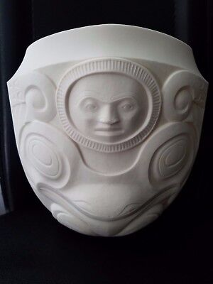 First Nations Metis Artist Terry Jackson Signed 79/750 maya Inka Vase 8 x 5 x 8""
