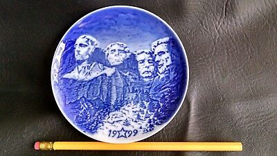 The American Christmas Heritage Collection 1999 Mount Rushmore 5 inch plate