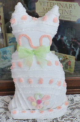 Vintage chenille bedspread Kitty Cat White w Flowers