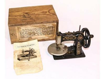 Child's Toy Sewing Machine Lot 953