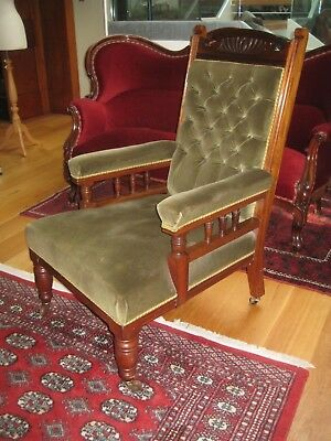 Attractive Antique Edwardian Gentleman's Button Back Armchair