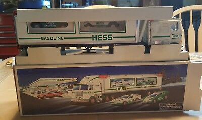 Hess 1997 Truck and Racers -never played with excellent condition