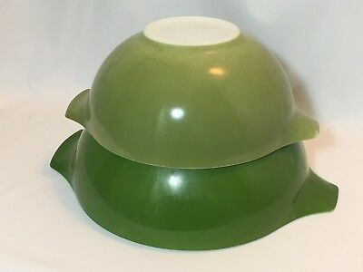 VINTAGE PYREX MIXING BOWL SET of 2 GREEN with Handles