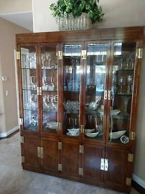 Henredon Dining room set 6 chairs and table with glass china cabinet 2 leaves.