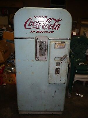 1950's Coca Cola, Coke Machine, Vendo -  working order model V 39 for restore