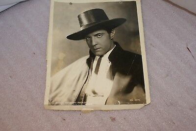 Ramon Novarro MGM 8 x 10 Glossy Photo As Is