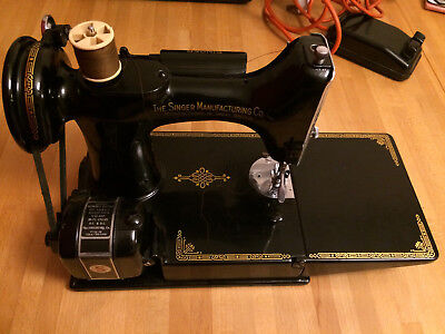 Singer 221k1 Featherweight Vintage Sewing Machine