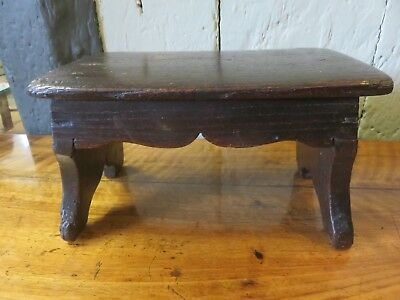 RARE 19th C EARLY SMALL COUNTRY FOOT STOOL STAND WITH SHAPED APRON