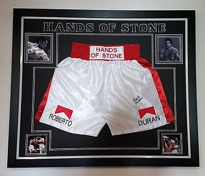 *** NEW Roberto Duran SIGNED BOXING SHORTS TRUNKS Display *** HANDS OF STONE  **