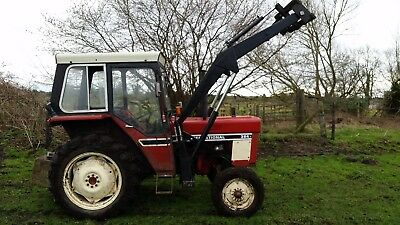 INTERNATIONAL 384 TRACTOR with Loader