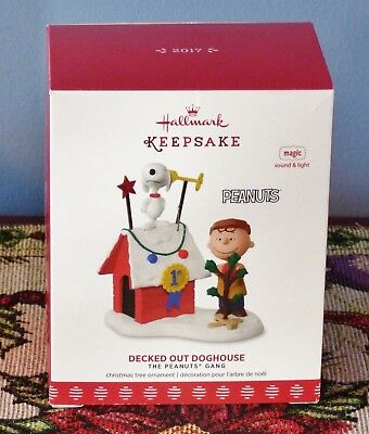 2017 Hallmark  Peanuts Gang Snoopy Decked Out Doghouse Mib