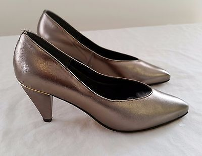 Retro 1990s SANDLER Leather Upper AVENUE PEWTER GOLD Court Heel Shoes size 5 B