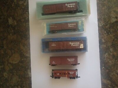 Model Trains 4 Southern Pacific Box Cars 1 Caboose