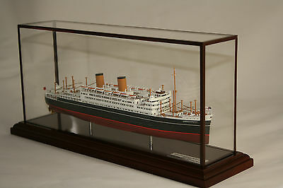 Shaw Savill's Qsmv Dominion Monarch  Precision Built Model In Display Case