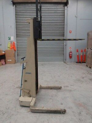 Crown Forklift model 15BS64A (15BSA) 700kg capacity PRICE LOWERED to $700.00