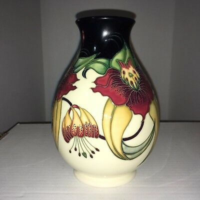 Moorcroft Vase, Very detailed with a floral arrangement, Made in England