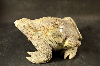 Grenouille en Serpentine Claire sculpture en pierre 130x95mm