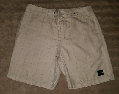 MENS Sz 32 white & grey HURLEY checkered surf / board shorts COOL! TRENDY!