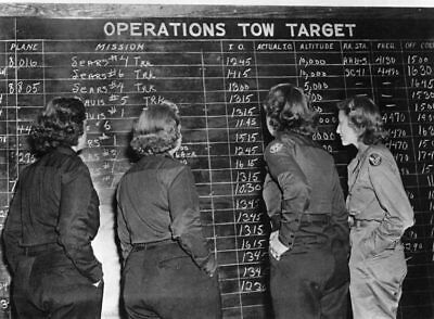 WW2 Photo WWII USAAF WASP Pilots Check Flight Schedule 1944  World War Two /1662
